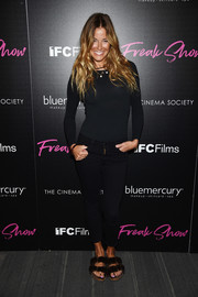 Kelly Bensimon kept it laid-back all the way down to her black fur slides.