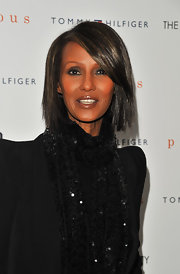Iman wore her hair in an edgy layered bob at a screening of 'Precious'. The look was super chic paired with her sophisticated black suit and scarf.