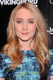 Saoirse Ronan chose a brushed out, wavy 'do for her fun and feminine look on the red carpet.