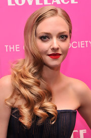 Amanda Seyfried went for ultra glamorous side swept curls for the NYC screening of 'Lovelace.'