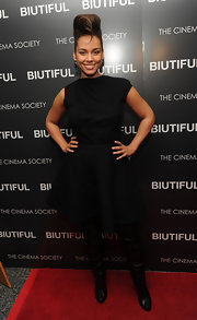 Alicia wears a little black dress by Victoria Beckham at the 'Biutiful' premiere.