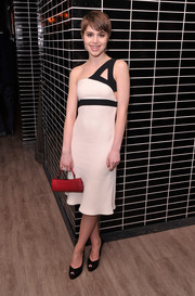 Sami Gayle accessorized with a bright red crocodile purse for a pop of color.