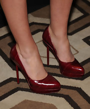 Roxy wore the fabulous Divine Pumps in a fabulous shade of red.