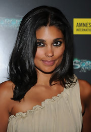Designer Rachel Roy paired her one-shoulder dress with a center part layered cut.