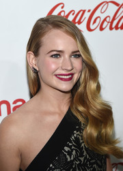 Britt Robertson polished off her look with a raspberry lip.