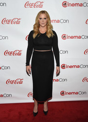 Amy Schumer chose a black knit pencil skirt to complete her outfit.