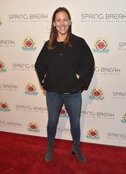 Jennifer Garner kept it super laid-back in a baggy black jacket and skinny jeans at the City Year Los Angeles Spring Break.
