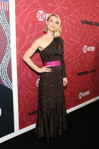 Claire Danes One Shoulder Dress [season,homeland,dress,clothing,red carpet,carpet,premiere,shoulder,fashion,hairstyle,strapless dress,flooring,claire danes,new york city,museum of modern art,premiere,claire danes,homeland,red carpet,the museum of modern art,homeland season 8,celebrity,showtime,premiere,television]