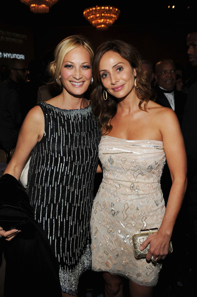 Natalie Imbruglia attended the 2012 pre-Grammy gala carrying a beautiful filigree-embellished hard-case clutch.