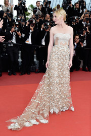 Kirsten Dunst was a sight to behold in this strapless, embroidered nude gown by Valentino Couture at the Cannes Film Festival closing ceremony.