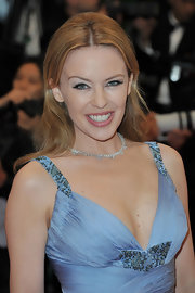 Kylie Minogue wore shimmering metallic shadows and warm pink lipstick layered under lots of clear gloss.