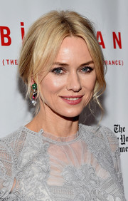 Naomi Watts finished off her feminine look with a messy updo.