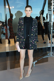 Kate Mara teamed a Club Monaco floral blazer with a black shirt and shorts for the brand's presentation.