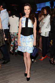 Linda Cardellini opted for a baby blue printed dress with a black paneled waist and center black stripe.
