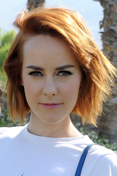 Jena Malone sported a short layered cut with side-swept bangs at the Coach Backstage event.
