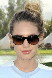 Dylan Penn rocked a messy top knot at the Coach Backstage event.