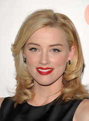 Amber Heard gave us her best rendition of retro glamour at the Children's Defense Fund hosted by Coach. Winged liner and a lightly flushed cheek perfectly suited her vivid red lips.