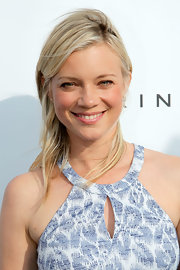 Amy Smart's look was totally beachy cool with a simple and chic straight 'do.