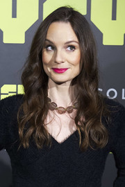 Sarah Wayne Callies looked sweet wearing this loose wavy 'do at the 'Colony' photocall in Madrid.
