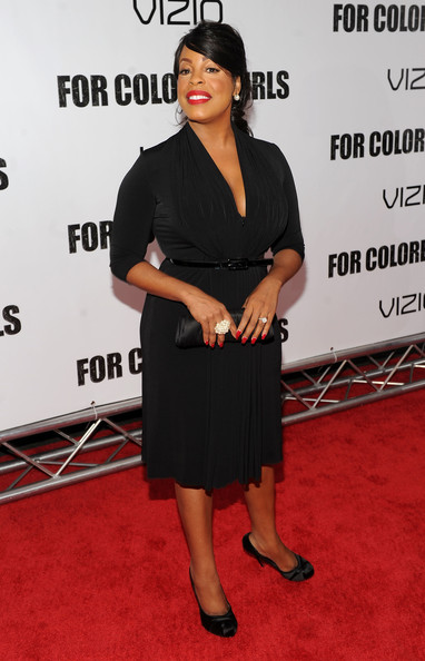 Niecy opted for classic black satin pumps to finish off her sophisticated style.