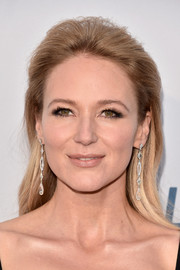 Jewel wore an elegant brushed-back hairstyle at the Comedy Central Roast of Rob Lowe.