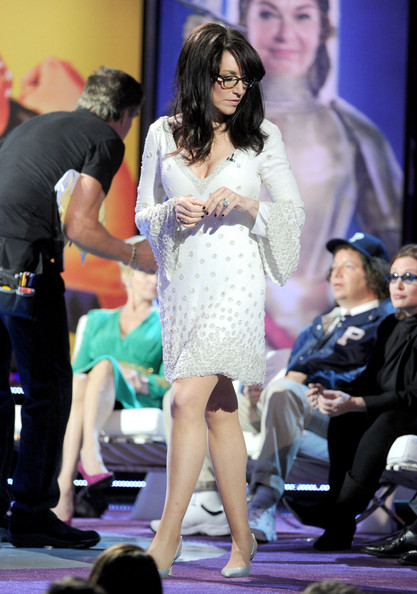 Katey Sagal's bell-sleeve cocktail dress at the Comedy Central roast of Roseanne Bar looked downright elegant.