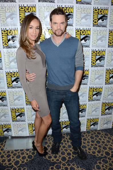 More Pics of Shane West V-neck Sweater (1 of 10) - V-neck Sweater Lookbook - StyleBistro