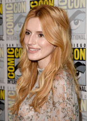 Bella Thorne was sweetly coiffed with this loosely pinned half-up 'do during Comic-Con.