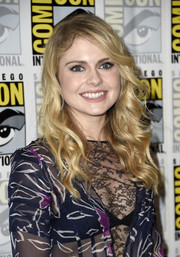 Rose McIver was sweetly coiffed with face-framing waves during Comic-Con International 2016.