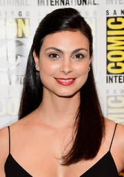 Morena Baccarin kept it simple and demure with this straight half-up style during Comic-Con International 2016.