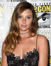 Alyson Michalka looked gorgeous wearing this long wavy hairstyle during Comic-Con International 2016.