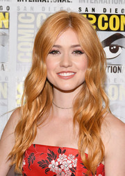 Katherine McNamara sported loose waves with an off-center part at the Comic-Con press line for 'Shadowhunters.'
