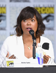 Aisha Tyler wore her hair in a wavy bob with side-swept bangs at the Great Debate during Comic-Con International 2017.