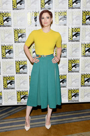 Chyler Leigh donned a yellow knit top for the 2018 Comic-Con International 'Supergirl' press line.