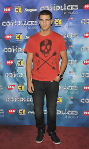 Max delves into the darker side of fashion with this skull t shirt--right on target for red carpet trends.