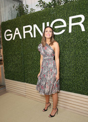Mandy Moore charmed in a floral one-shoulder dress with a cinched-in waist at the Girls' Night In event.