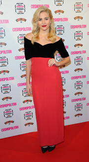 Pixie Lott kept it classic in a vintage red and black off-the-shoulder gown by Christian Dior Couture at the Cosmopolitan Ultimate Women of the Year Awards.