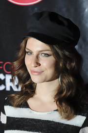 Tali Lennox arrived at the premiere of 'Crazy Horse' with a long wavy hairstyle.