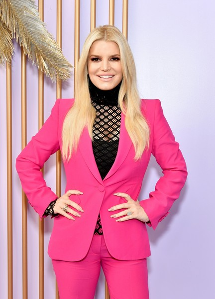 Jessica Simpson contrasted her brightly hued outfit with a neutral mani at the Create & Cultivate Los Angeles event.