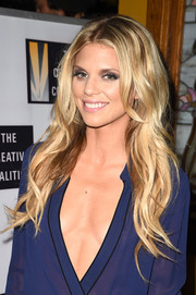 AnnaLynne McCord looked like a doll with her long blonde waves at the Creative Coalition Spotlight Initiative Awards.