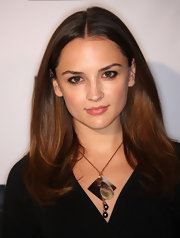 Rachael Leigh Cook wore a polished shell necklace to an event hosted by The Creative Coalition.