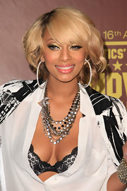 Keri Hilson accented her neckline with a layered gemstone necklace.