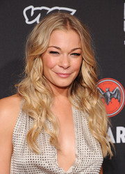 LeAnn Rimes was summer-chic with her center-parted blond waves at the Cuban Independence Day celebration.