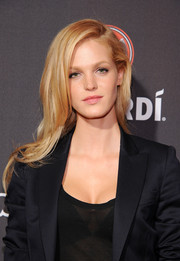 Erin Heatherton looked gorgeous even with this simple side-parted 'do at the Cuban Independence Day celebration.
