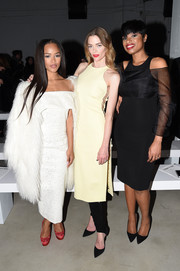 Jaime King looked subtly sexy in a yellow Cushnie Et Ochs midi dress with button sides while attending the label's fashion show.