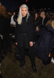 Sofia Richie draped a fuzzy black shawl over her shoulders for extra warmth.