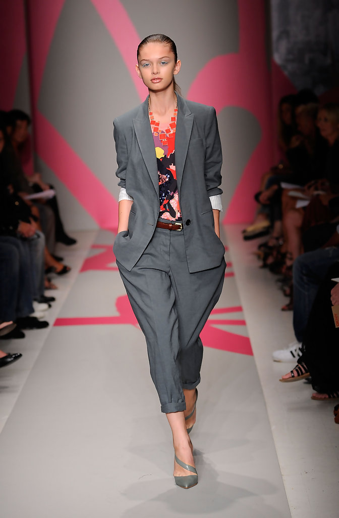 Dkny 80s Inspired Clothing On Today S Runways Stylebistro