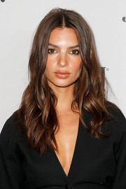 Emily Ratajkowski looked gorgeous with her loose waves at the 2019 Fashion Media Awards.