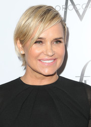 Yolanda Hadid attended the 2016 Fashion Los Angeles Awards wearing a short side-parted hairstyle.