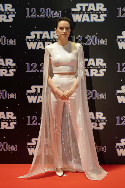 Daisy Ridley Pumps [star wars: the rise of skywalker,red carpet,carpet,clothing,dress,flooring,fashion model,gown,shoulder,premiere,fashion,daisy ridley,tokyo,roppongi hills,japan,special red carpet fan event,john boyega,star wars: the rise of skywalker,rey,star wars sequel trilogy,actor,star wars,daisy ridley,star wars: episode iv - a new hope,j.j. abrams,naomi ackie]